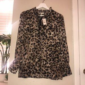 🌻Versona Cheetah Button Up Tie Top